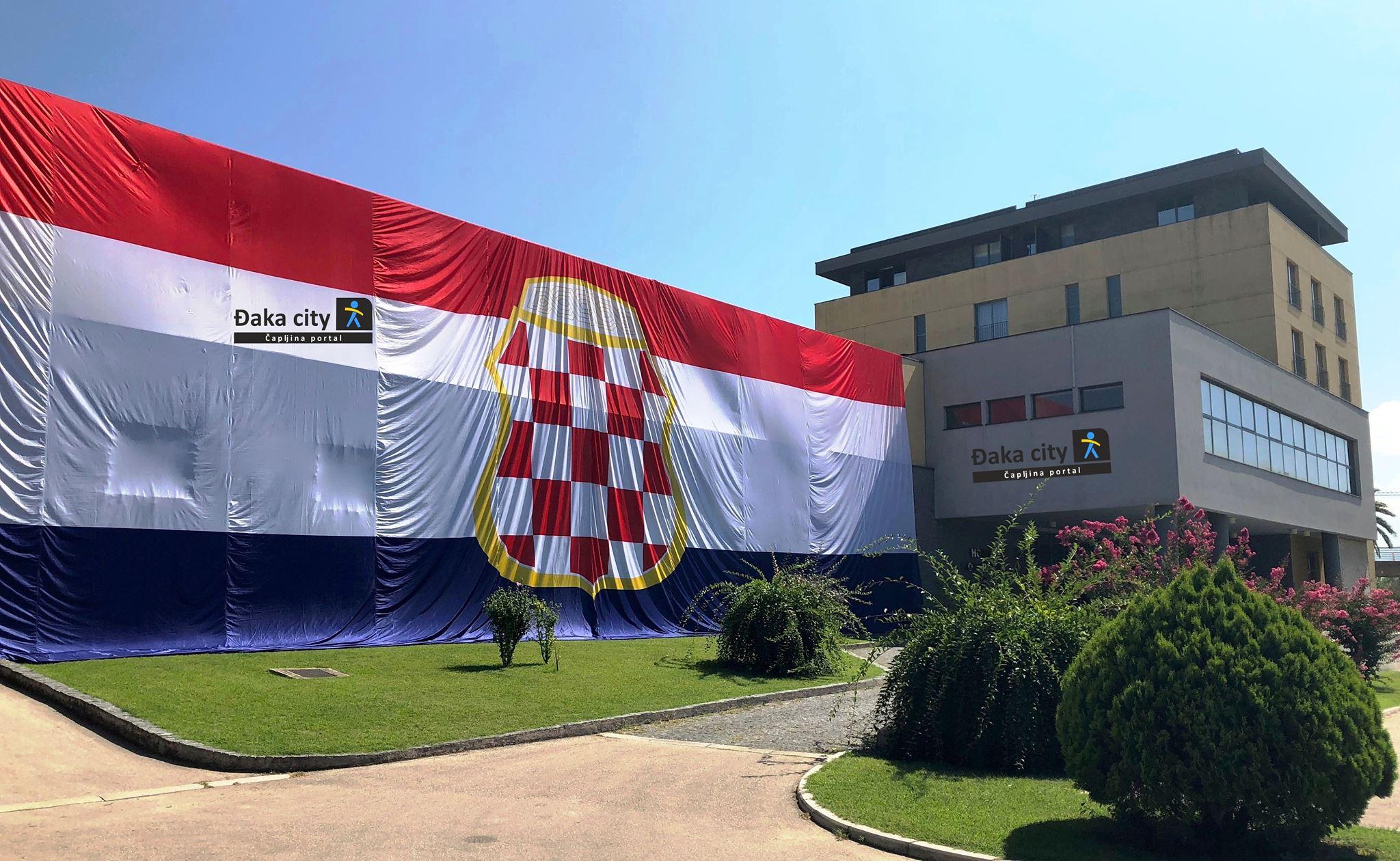 Foto Ogromna Zastava Herceg Bosne U čapljini đaka City